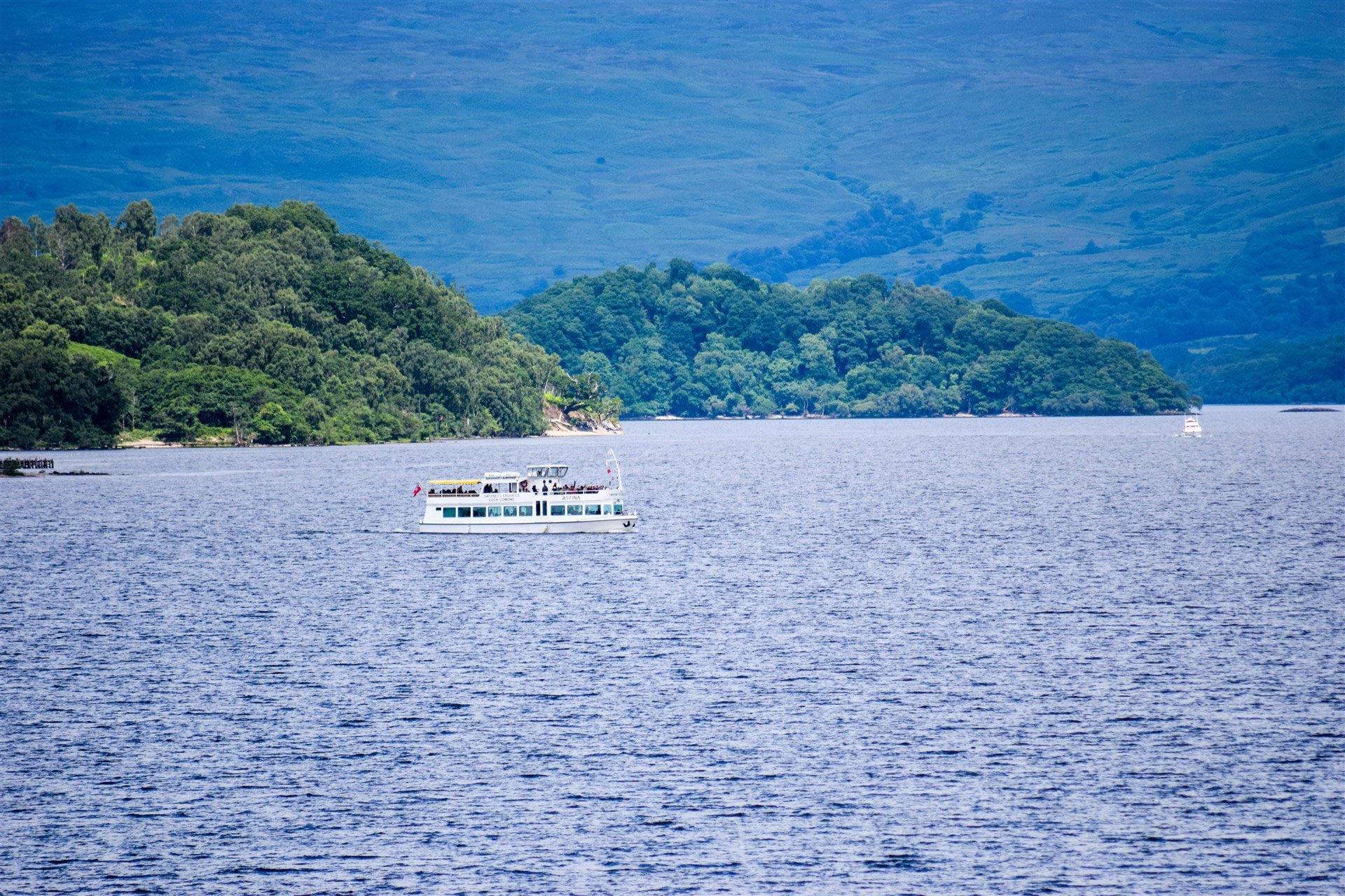 Guest at Benoch Lomond Castle Apartment can enjoy boat trips along Loch Lomond